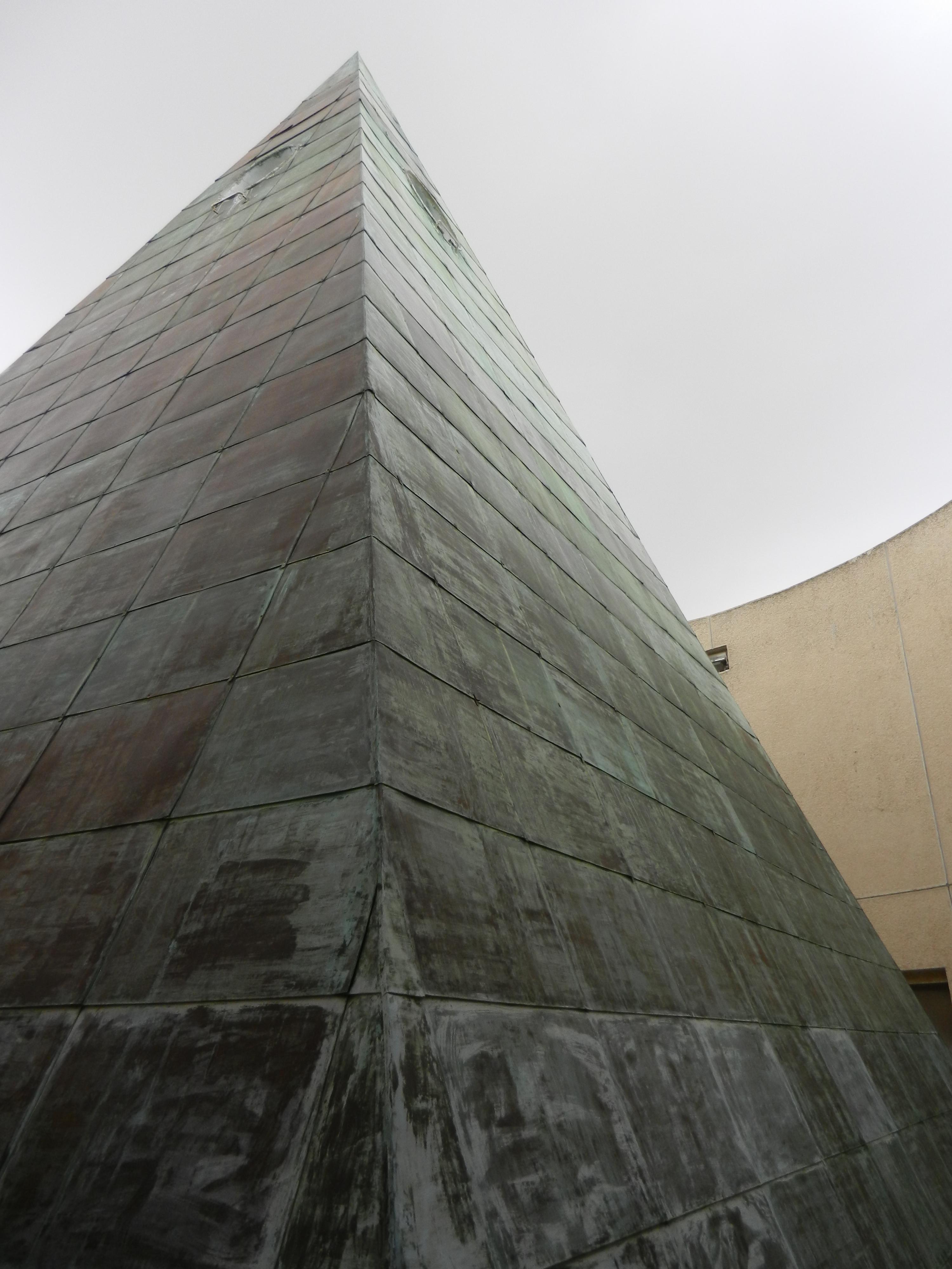 pyramide à oeil horus dans la cour supreme de jerusalem